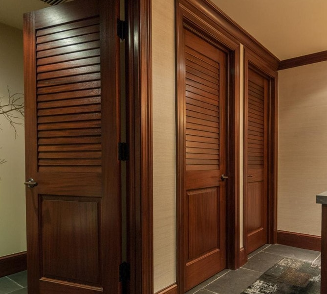 louvered door type